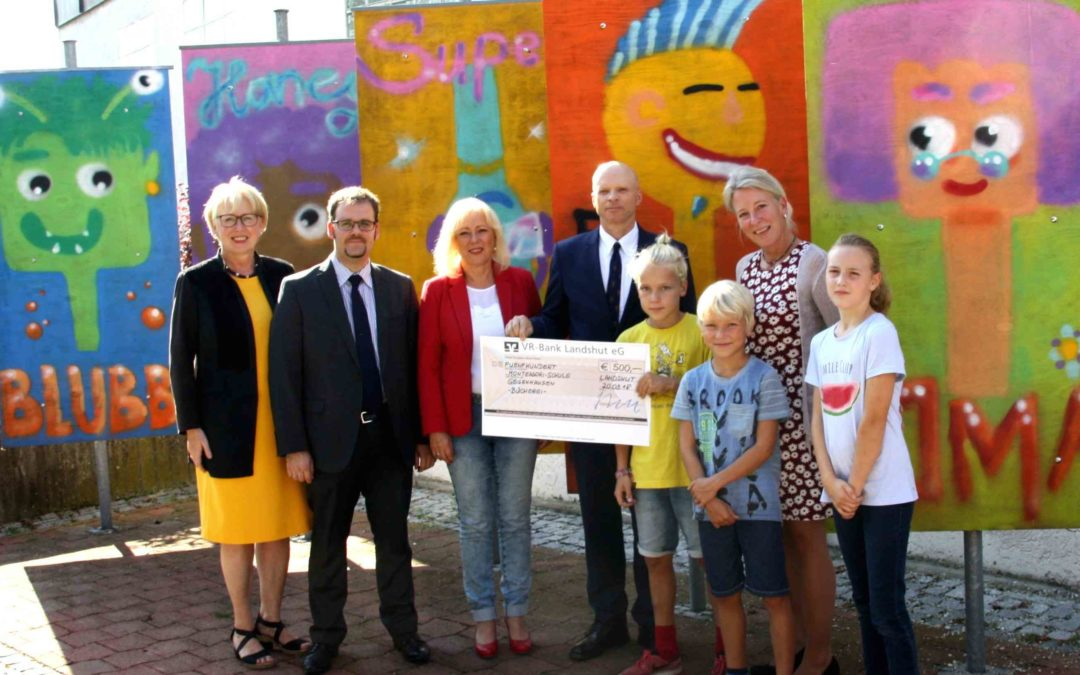 VR-Bank Landshut freut sich über Oma, Aliens und Superhelden.